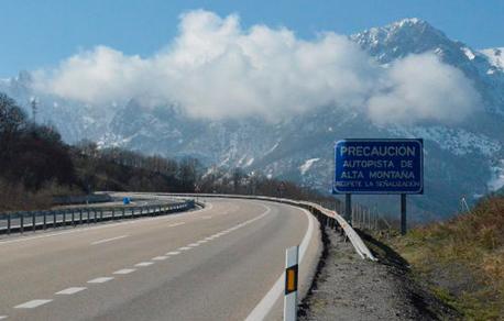 Señalización de Autopista de alta montaña